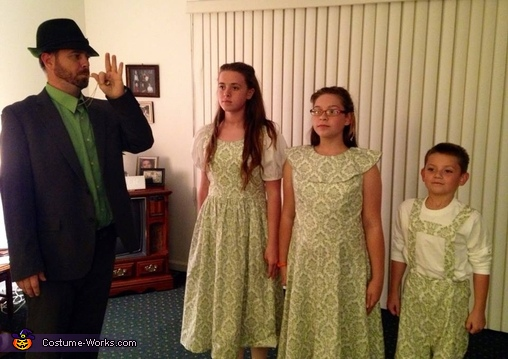 The Captain summons the children, Von Trapps Costume