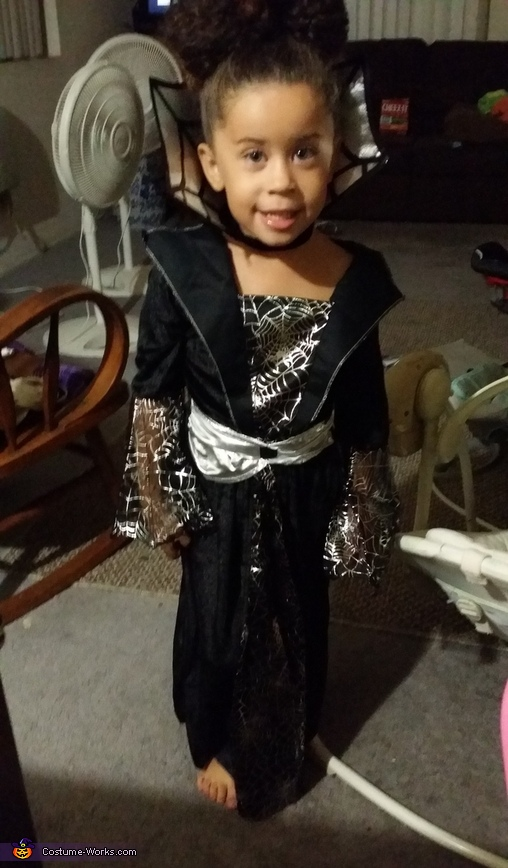 the queen before she was attacked.., Walking Dead Queen Costume