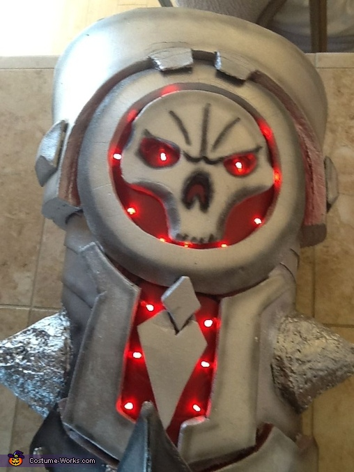 gauntlet done with LEDs, War from Darksiders Costume