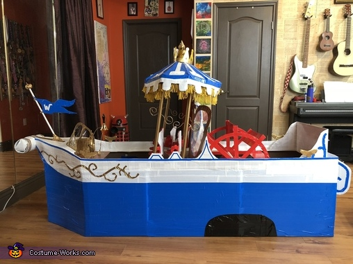 The Boat, Willy Wonka and Oompa Loompa Aboard the Wonkatania Costume