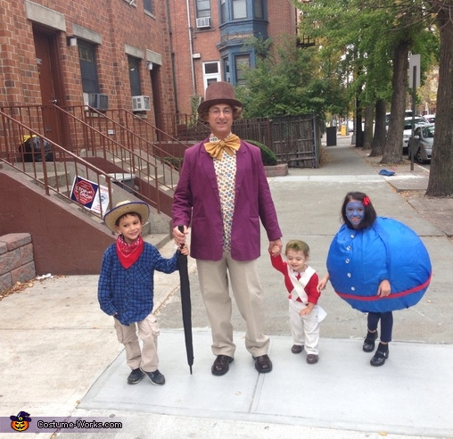 Willy Wonka with his lucky ticket holders., Willy Wonka Family Costume