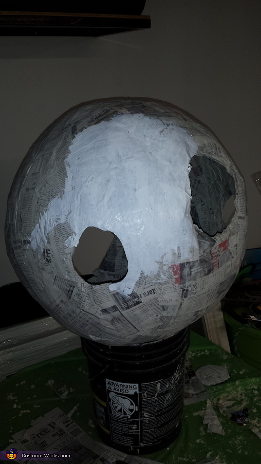 Painting the white, Wilson Costume