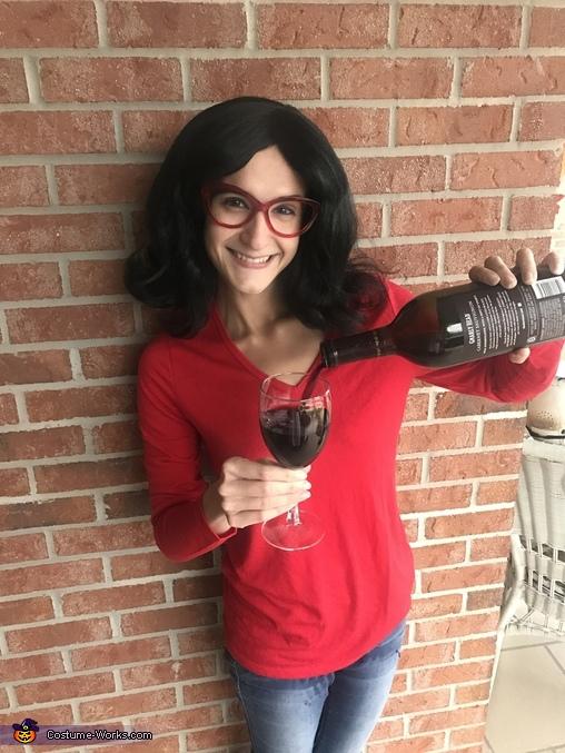 Wine helps me drink! Linda Belcher Costume