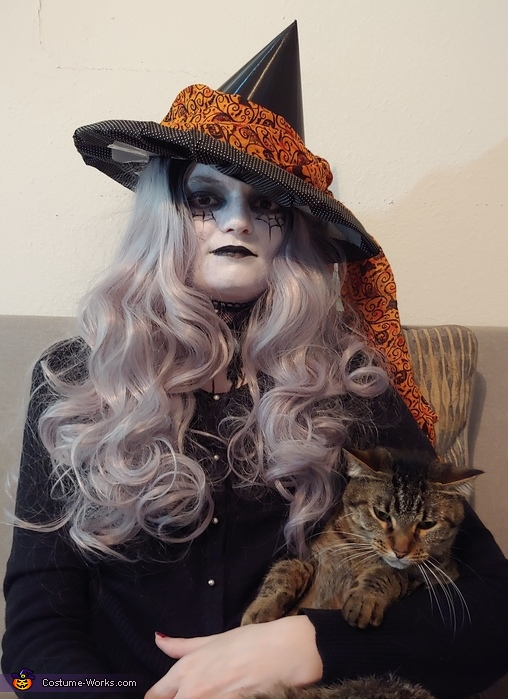 Witch with familiar, Witch Costume