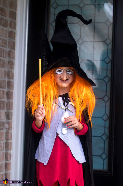 Witchy Poo at the door, Witchy Poo from H. R. Puffnstuf Costume