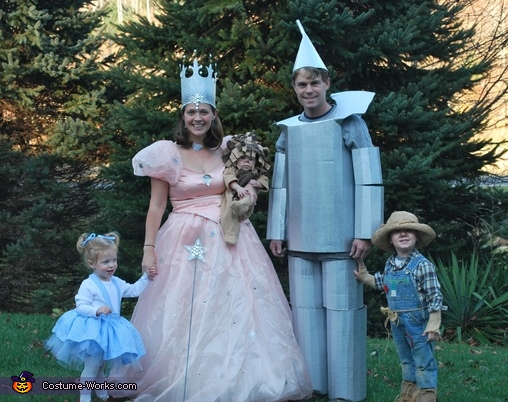 The Wizard of Oz Characters Family CostumeWizard Of Oz Homemade Costumes