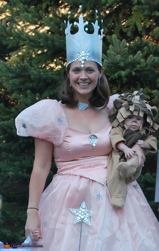 Wizard of Oz Glenda costume. Wizard of Oz Family - Homemade costumes for families