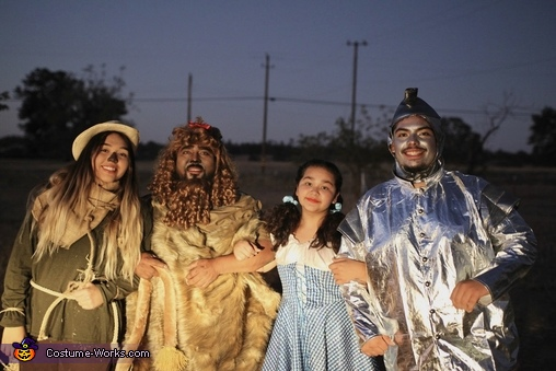 We're off to see the wizard, Wizard of Oz Costume