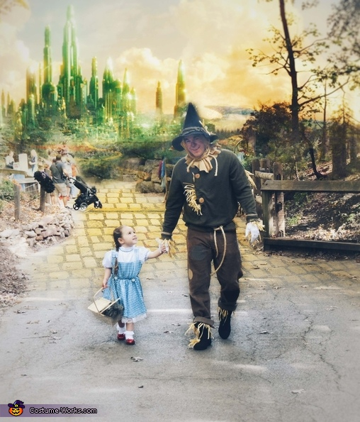 Emerald City w/ her daddy, The Scarecrow!, Wizard of Oz Family Costume