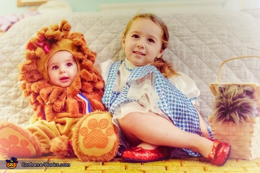 Dorothy & The Lion (Sisters), Wizard of Oz Family Costume