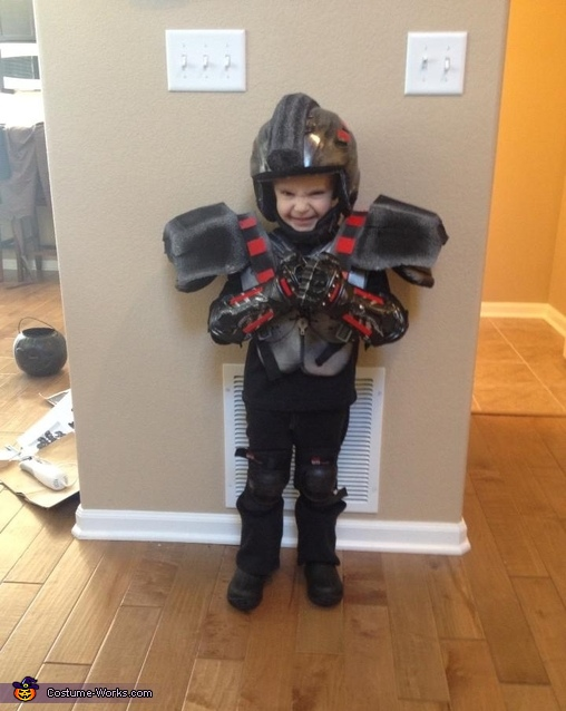 Markowski/hero's Duty soldier , Wreck-It Ralph Family Costumes