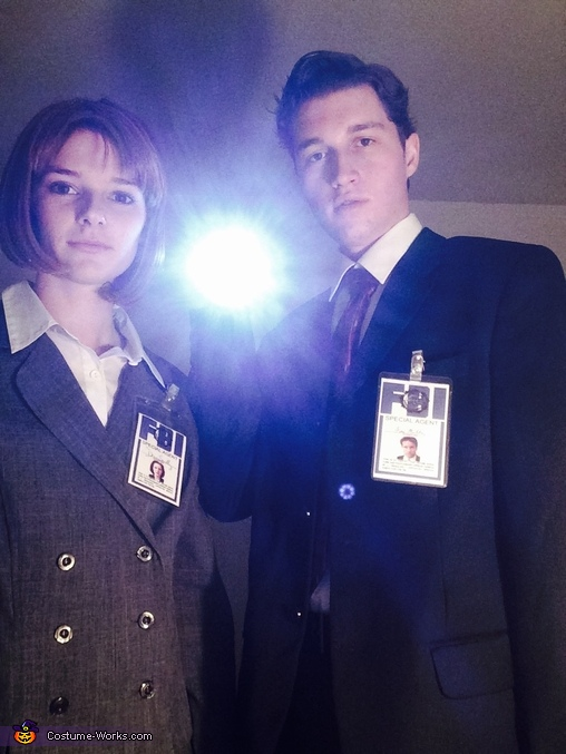 Trust no one, Fox Mulder and Dana Scully Costume