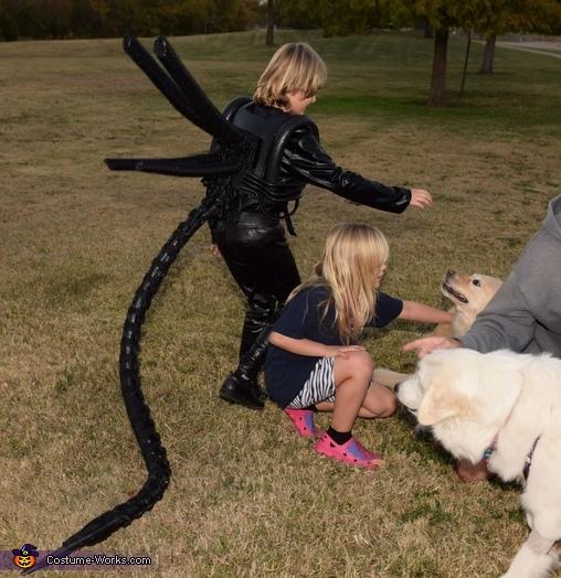 Puppies defeat Xenomorphs with cuteness!, DIY Xenomorph Alien Costume