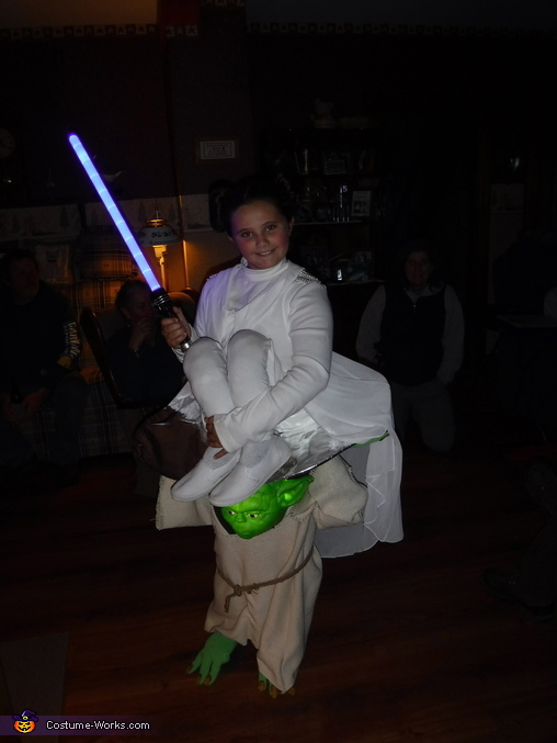 Trick or Treating, Yoda Carrying Princess Leia Costume