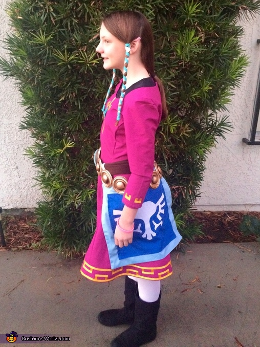 Side view, Zelda Costume