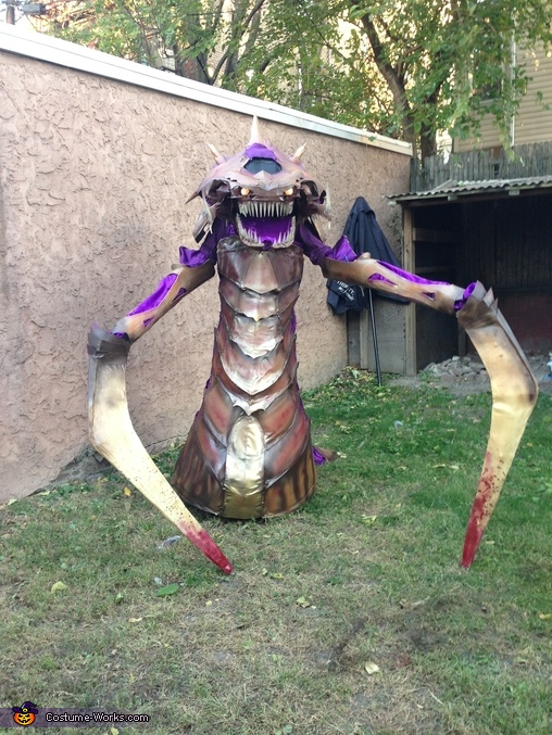Zerg Hydralisk - Showing its teeth, Zerg Hydralisk Costume