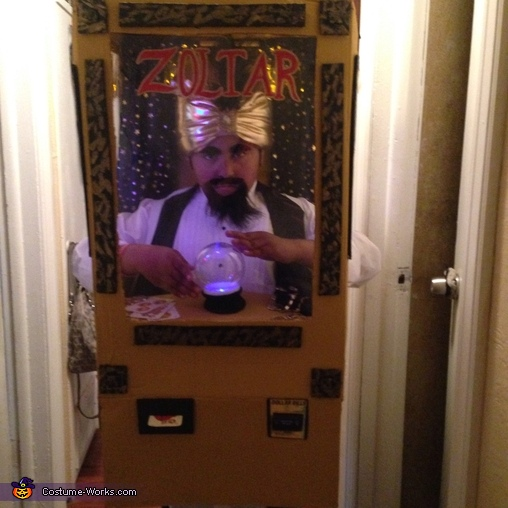Zoltar with lights in costume lit, Zoltar the Fortune Teller Costume