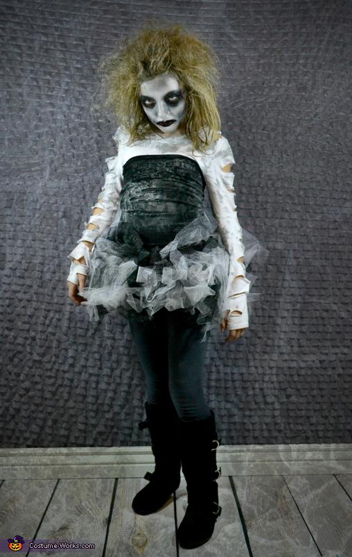 Miss Fashionista Zombie, Zombie Apocalypse Family Costume
