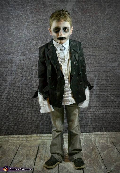 Mr. Sheepish Zombie, Zombie Apocalypse Family Costume