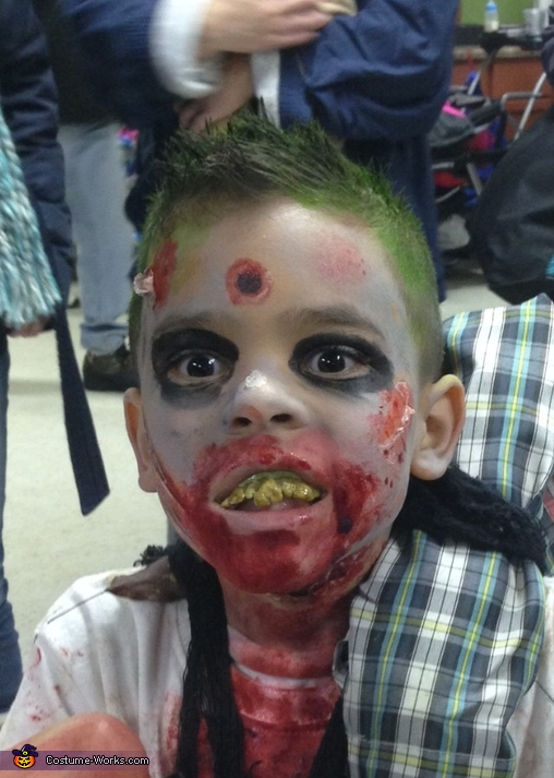 Close up!, Zombie Boy Costume