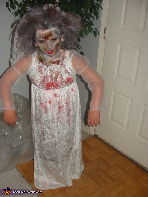 Oh no there's a zombie in the house., Zombie Bride Costume