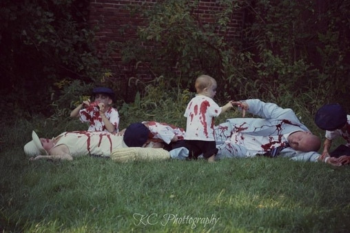 They got us!, Zombie Family Costume
