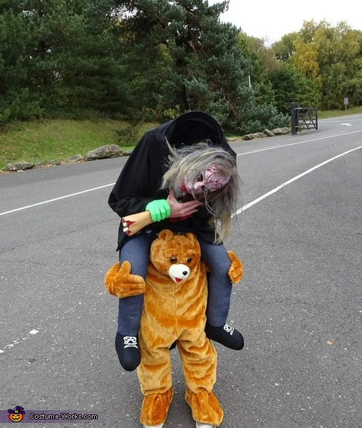 Don't lose ur head, Zombie riding a Bear Costume