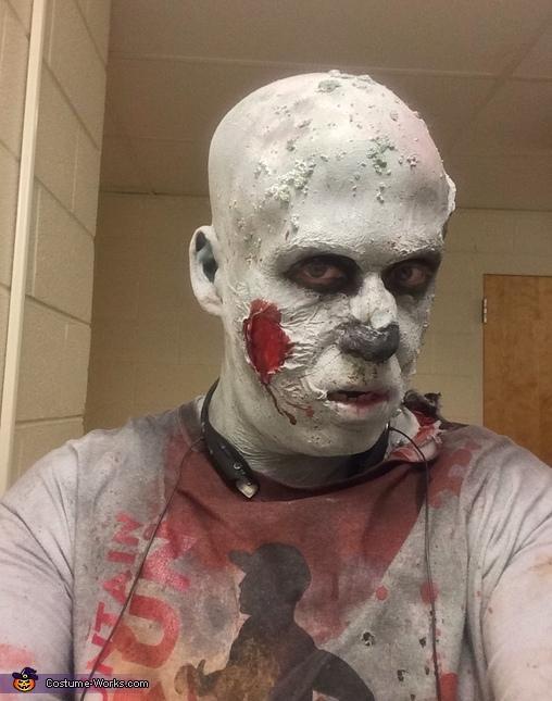 Zombie selfie, Zombie Trail Runner Costume