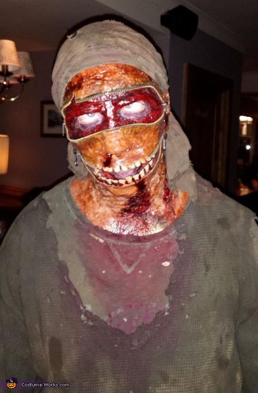 Out on the town, Homemade Zombie Zipper Costume