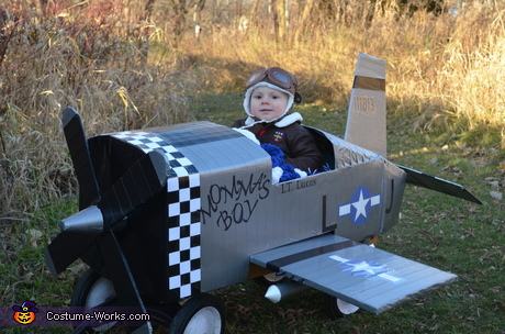 Creative DIY baby costume ideas: Baby Fighter Pilot