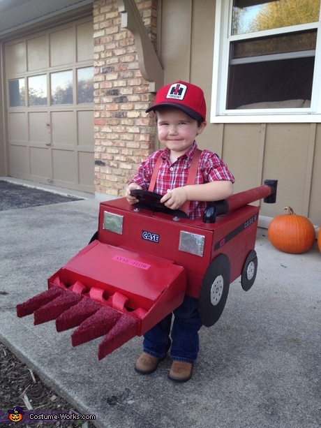 Creative baby costume ideas: Combine Tractor