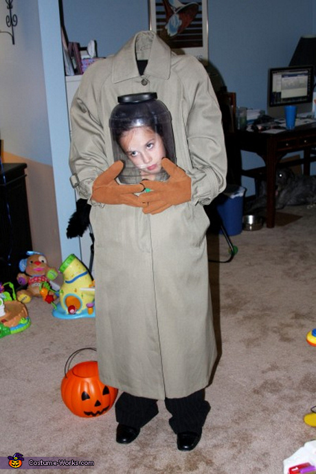 Illusion Halloween costume ideas - Headless Girl Costume