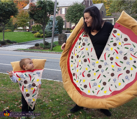 Parent baby costume ideas: Mommy Pizza Pie and Baby Slice Costume
