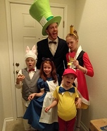 Creative DIY Alice in Wonderland Family Costume
