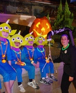 Aliens and The Claw  Family Costume Idea