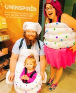 Fun family Halloween costume ideas - Cupcakes and Baker Homemade Costume