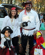 Family of Pirates & Little Parrot Family Costume