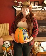 Costume ideas for pregnant women - Farmer with 1st Place Pumpkin