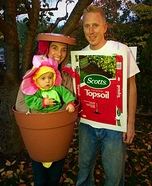 Fun family Halloween costume ideas - Flower, Flower Pot and a Bag of Dirt Costume