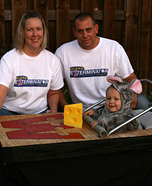 DIY matching costumes for babies and parents - Mouse in a Mousetrap and Exterminators