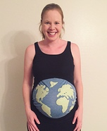 Costume ideas for pregnant women - Globe Not To Scale Costume