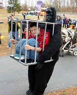 Illusion costume ideas - Gorilla carrying a Kid Halloween Costume