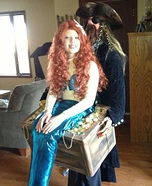 Halloween costume ideas for girls: Mermaid in Pirate's Treasure Chest Costume