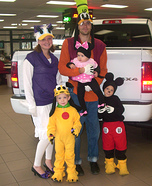 Family costume ideas - Mickey Mouse Crew Family Costume