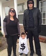 Parent and baby costume ideas - Robbers & Bag of Money Family Costume