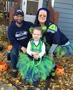 Seahawks 12's Family Homemade Costume