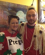 Pregnant couples costume ideas - Spaghetti and Prego Sauce Costume