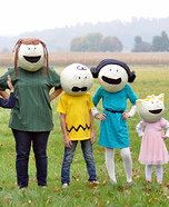 Family costume ideas - The Peanuts Gang