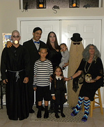 Fun family Halloween costume ideas - The Real Addams Family Homemade Costume