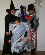 Fun family Halloween costume ideas - The Wizard of Oz Family Costume